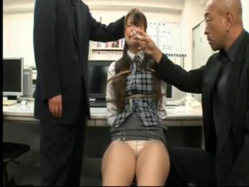 美熟女OLがオフィスで拷問レイプされ鼻フック責めからのフェラ強要されちゃう