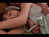 お見舞いに来てくれた巨乳の幼馴染の胸チラに欲情して夜這い!