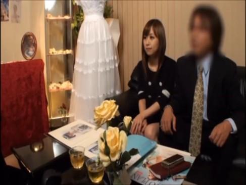 「赤ちゃんできちゃうよ・・・」ウエディングドレスの巨乳お姉さんに中出しハメ撮り!