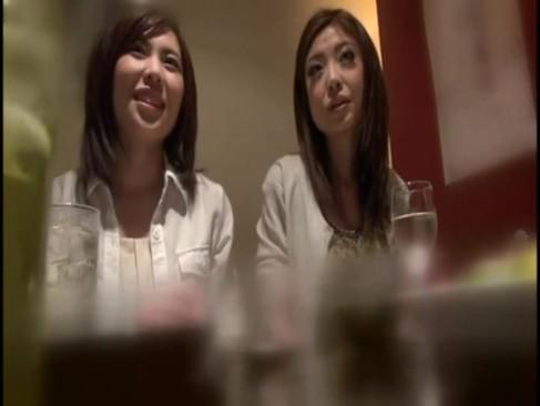 乱交動画:美人の人妻2人...