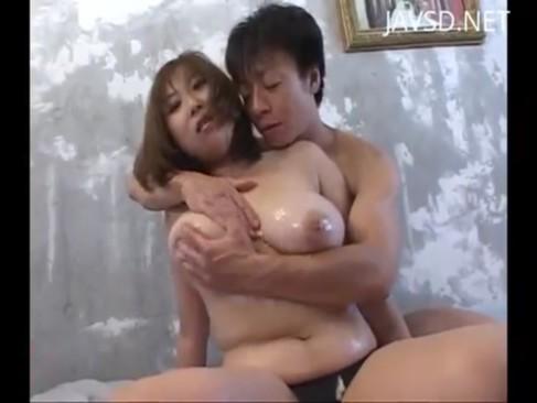 ムチムチボディの巨乳お姉さんに肉厚パイズリ食らって大量ぶっかけ!
