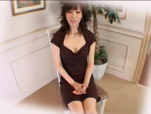 35歳、乳首が綺麗な痴女と激しい3Pファック!