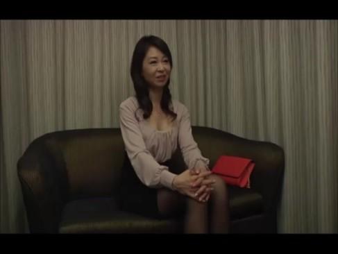 【素人】完全にフラストレーションな素人熟女→オナニーだけのはずがペニス見て欲情SEX!