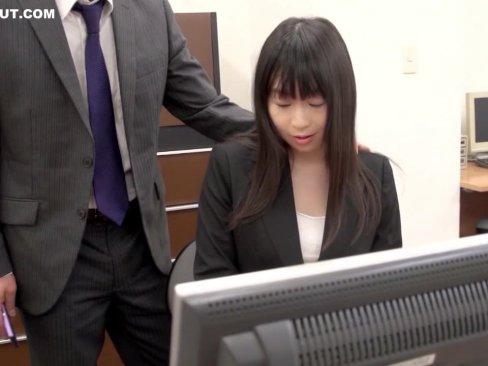 超ブラックな会社の命令で性接待させられる巨乳の美人OL