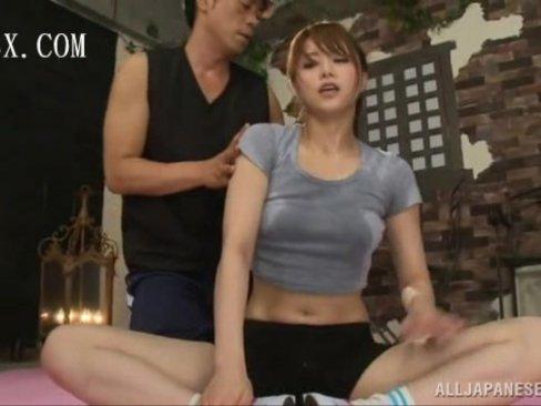 エロカワ巨乳娘がジムのトレーナーに汗だくにされた後にハメられて昇天イキ!