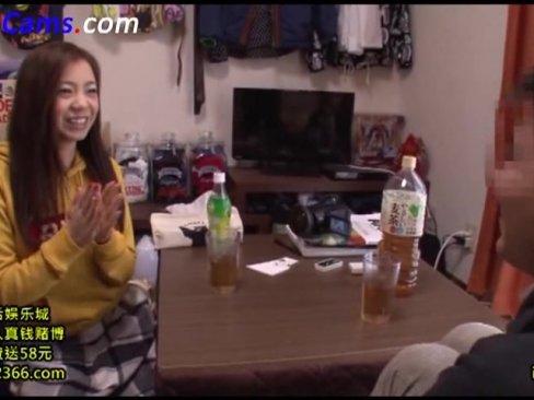 巨乳お姉さん吉澤友貴が素人男性宅にお邪魔してご奉仕フェラ&SEX!