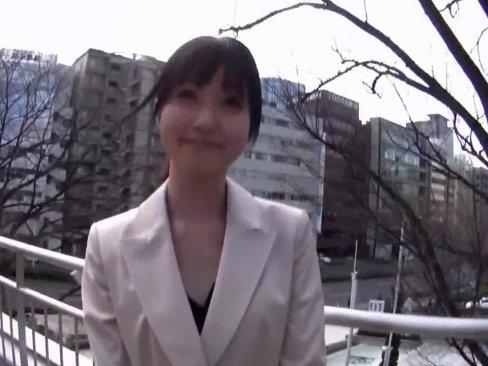 絶品OLが仕事を抜けてハメ撮りAV出演!