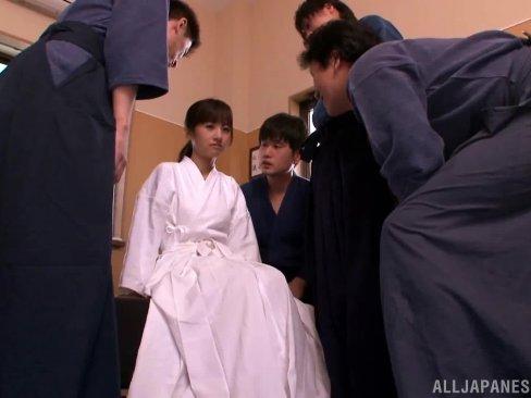 剣道部の女子校生が男子たちにフェラ強要されて連続ぶっかけ顔射イジメ!