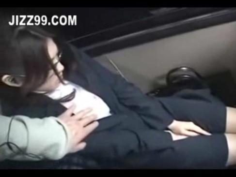 腐女子な巨乳処女OLがバスで痴漢レイプされて子宮ぶっかけ!