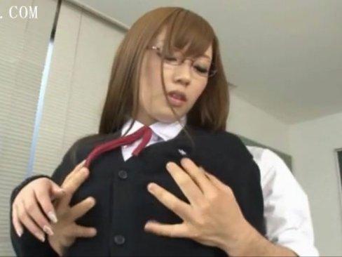 委員長の巨乳美人メガネ女子校生と放課後の教室で中出し!