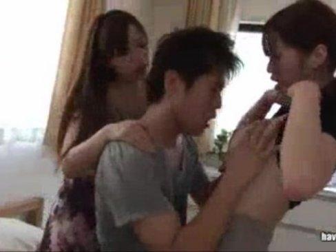 彼女の妹達の誘惑がすごすぎて耐え切れない鈴木一徹