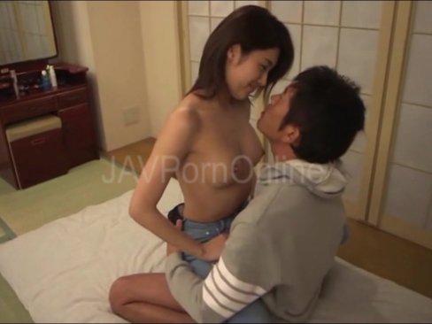 【巨乳】義理の息子を誘惑してザーメン搾取する淫乱痴女人妻