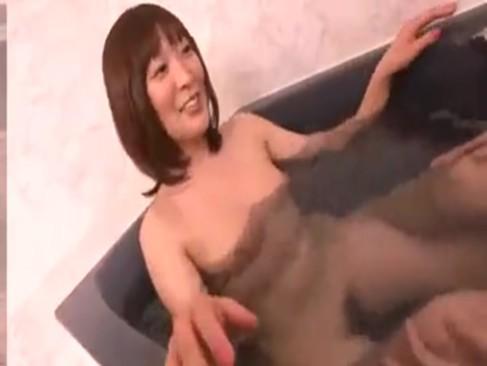 純粋そうな処女娘とお風呂でSEX!初々しい仕草に射精不可避w