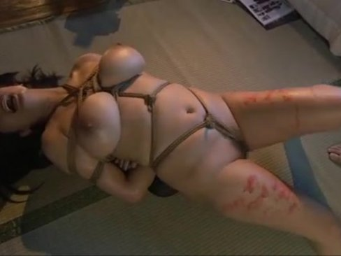 巨乳むっちりボディの人妻が麻縄で縛られ幾度と無く絶頂!