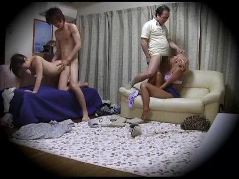 寝取られ趣味を持つ夫婦たちが互いのパートナーを交換してハメるサークルを盗撮w