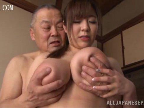 Kカップ巨乳で老人介護→ボケじいさん相手にアナルまで舐める献身プレイ