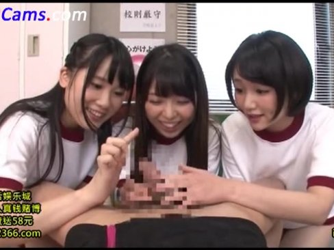 巨根に興奮を隠せない3人の女子校生によるチンポ遊び!