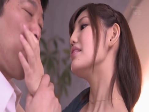 【お姉さん】ディープキス名人のパイパン人妻と不倫で顔射!