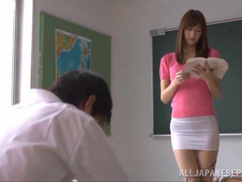 教室で若い男に好き放題ハメられる巨乳痴女教師!