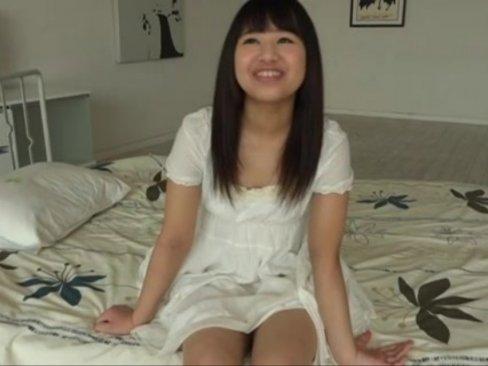 「精子大好き!」自らぶっかけを志願してきた美少女が顔面ザーメンパック状態に!