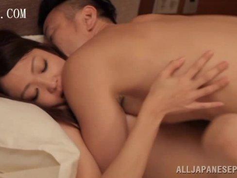 巨乳人妻の山口優香とホテルで寝取り不倫SEX!