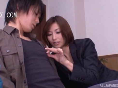 【お姉さん】男優志望の素人男性を手コキで面接する淫乱痴AV女優