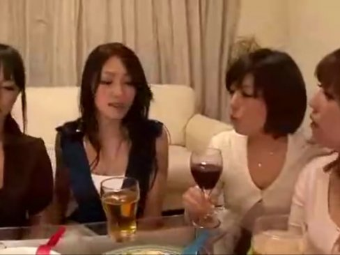 スタイル抜群巨乳痴女人妻たちがメスモード全開で若いチンポを奪い合う