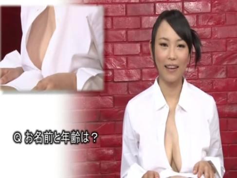 ヌルヌルローションを巨乳に垂らしてパイズリしながら美少女インタビュー!