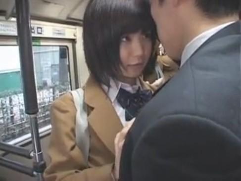 【エロ動画 黒髪 jk 対面】バス通学の黒髪JKがイケメンに逆痴漢仕掛けて対面挿入