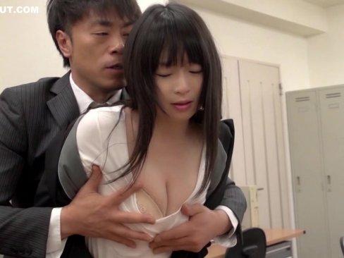 巨乳人妻OLの羽月希ちゃんが職場で中出しレイプされてる!