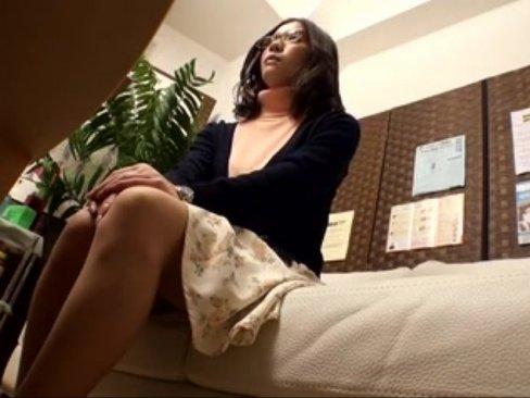 【巨乳】「そんなにいいの・・・?」巨乳おっぱい美女妻が性感エロマッサージ店に潜入中出し!
