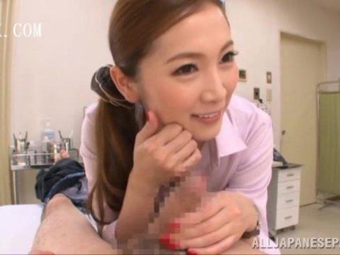 調子が悪いので美人女医の小川あさ美に診てもらったら緊急手術でまさかのフェラ抜き!