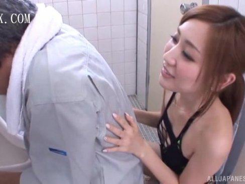 【痴女】ミニスカートでスケスケ衣装のド変態淫乱痴女が男子便所に侵入して男を誘惑パコ