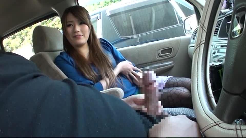 車内で素人にセンズリ鑑賞しながらオナサポフェラ