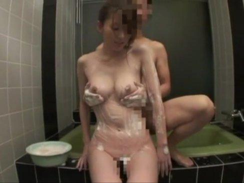 【エロ動画】巨乳美女の体をお風呂で隅々まで綺麗に洗ってあげる