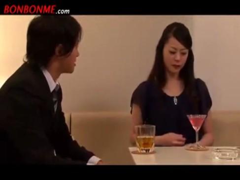 【熟女】近傍でも有名な純粋系人オクサマが…ダンナの目の前で監禁レイプ!【無料エロ動画のエロヌキ】