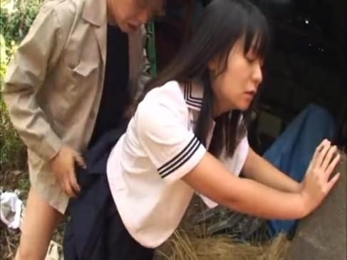野外で調教鬼畜レイプされる制服女子校生