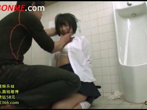 阿部乃みくが公衆トイレでイラマチオ責めで泣きじゃくりながらチンポ咥える鬼畜動画