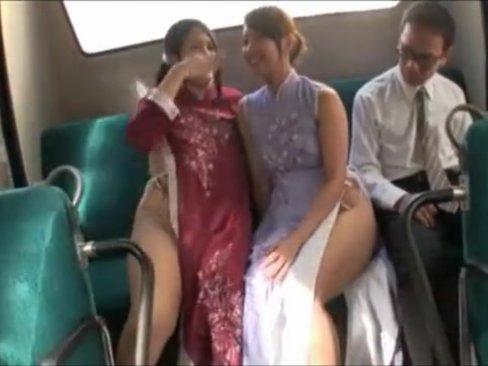 デカ尻痴女お姉さん達がバス内で男を誘惑ハメッ!