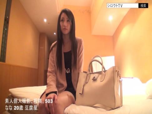 スレンダー女優・桃谷エリカちゃんの素人時代の貴重なハメ撮り