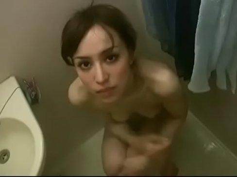 フェラ動画:お風呂場で無...