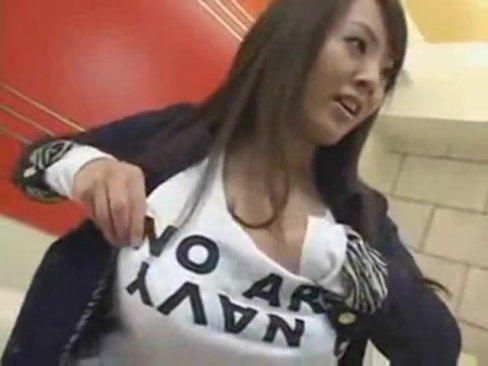 【田中瞳エロ動画】こんなデッカイオッパイ目の前にしてじっとなんかしてられませんよww