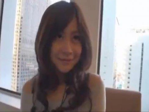 博多弁の素人美少女と昼間から有明のホテルでガチピス顔射!
