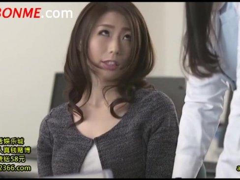 勤務時間中に会社のトイレで上司と不倫する篠田あゆみ