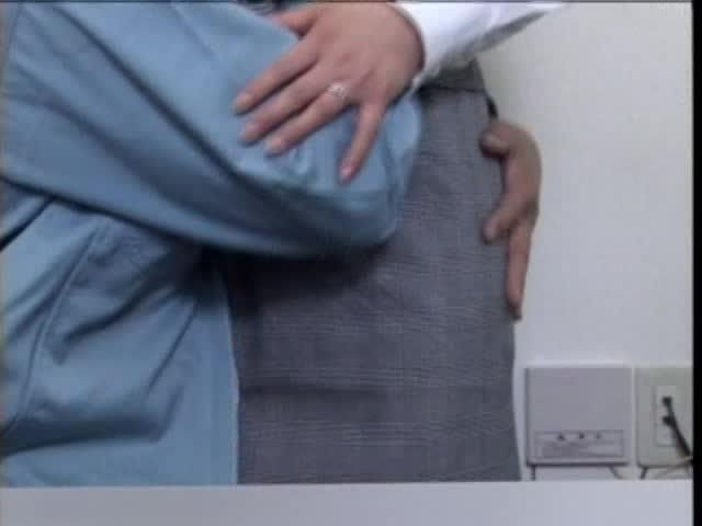 会社で横領したことがばれた人妻OLを身体で返済させる鬼畜社長