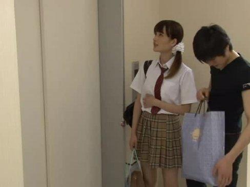【JK 巨乳】美JKがエレベーターに挟まってムラムラ来た変態兄貴にハメられる