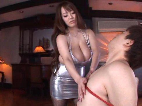 ド痴女上司の田中瞳さんは圧倒的巨乳で全てを包み込んでくれる