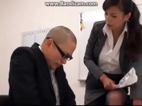 職場で痴女って顔射させるド変態な巨乳OL