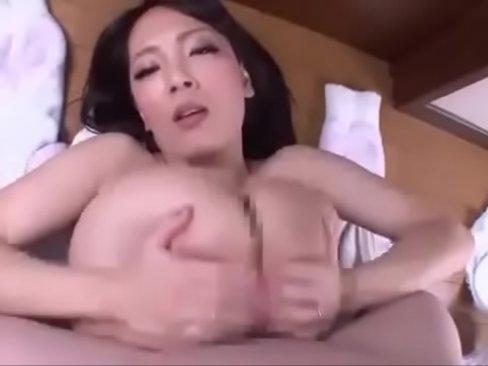 田中瞳 巨乳淫乱女のパイズリ手コキで顔射