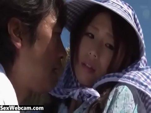 篠田あゆみが野外で義父に犯される